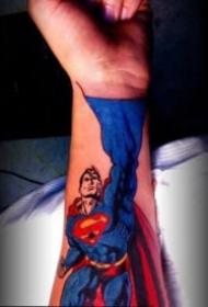 超人纹身 9款个性的超人superman主题的纹身图片
