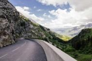 弯弯的沥青公路图片(12张)