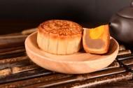 好吃的蛋黄月饼图片(12张)