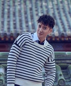 韩栋条纹毛衣帅气写真图片