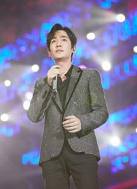 朱一龙帅气舞台高清照片