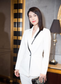 韩丹彤白色西服性感帅气活动照图片