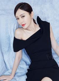 秦岚知性优雅的一身黑色礼服图片