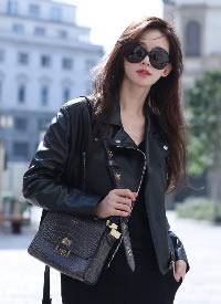 林志玲米兰时装周街拍大片,一身酷飒全黑Look硬朗有型