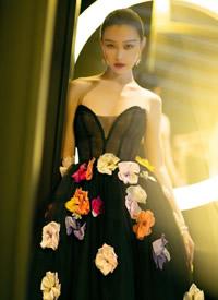 倪妮抹胸礼服性感写真图片欣赏