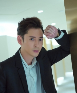 韩栋黑色西装型男风帅气写真
