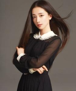 马梦唯黑裙优雅性感写真图片