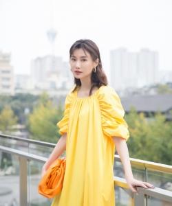 李斯羽时尚养眼街拍图片
