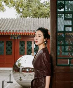 叶璇时尚大气皮裙写真图片