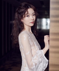 陈卓璇粉色礼服长裙性感