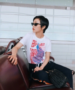 郭采洁帅酷机场街拍图片