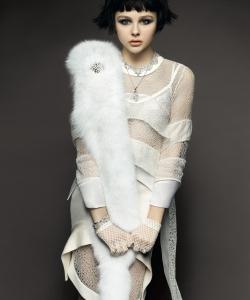 科洛·格蕾斯·莫瑞兹黑白时尚写真图片