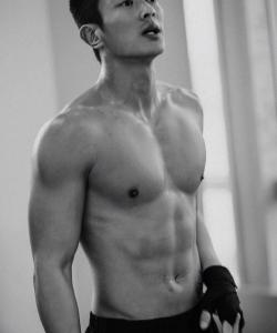 杜江训练帅气肌肉照高清图片