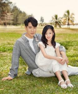 吴尊父女温馨杂志封面写真图片