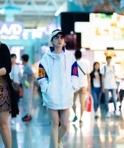 Ella陈嘉桦机场街拍图片
