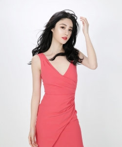 刘丁菡红色深v礼服性感图片