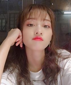 SNH48黄婷婷白色T恤清新图片