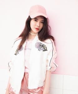 张璇粉嫩甜美时尚街拍图片