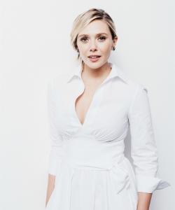 伊丽莎白·奥尔森优雅白衬衣写真图片