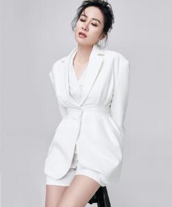 叶璇简约时尚写真图片