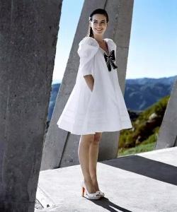 卡米拉·贝勒 Camilla Belle户外唯美写真图片