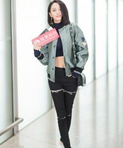佟丽娅图片:帅气妩媚街拍图片