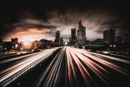 公路上延时拍摄出现的汽车灯光图片(13张)