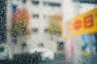 窗外的雨滴图片(11张)