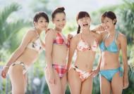 游泳池边美女图片(24张)