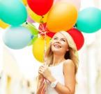 拿着气球的美女图片(30张)