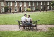 情侣坐姿背影图片(12张)