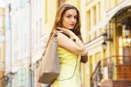 欧美街头的美女图片(16张)