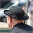 戴帽子的人物背影图片(14张)