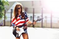 欧美女孩弹乐器吉它图片(19张)