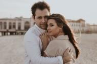 拥抱在一起的情侣图片(12张)
