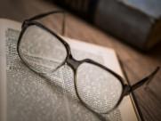 书本上的眼镜图片(14张)