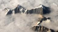 云雾缭绕的山峰图片(15张)
