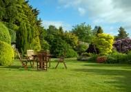 园林中桌椅景色图片(9张)