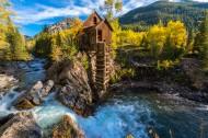 河边木屋景色图片(8张)