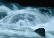 湍急的流水图片(16张)