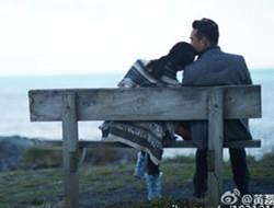 黄磊孙莉结婚12周年 甜蜜依偎秀恩爱