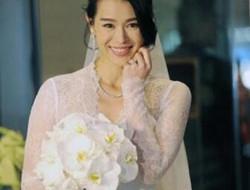 胡杏儿结婚半周年 高调告白老公:爱你一万年