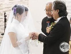 陈少霞结婚照曝光 穿嫁衣与富商喜结连理