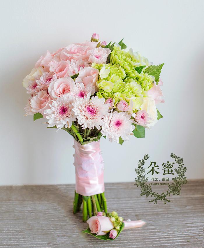 粉佳人,淡粉色新娘手捧花和今天的新娘很配哦,朵蜜花艺定制~