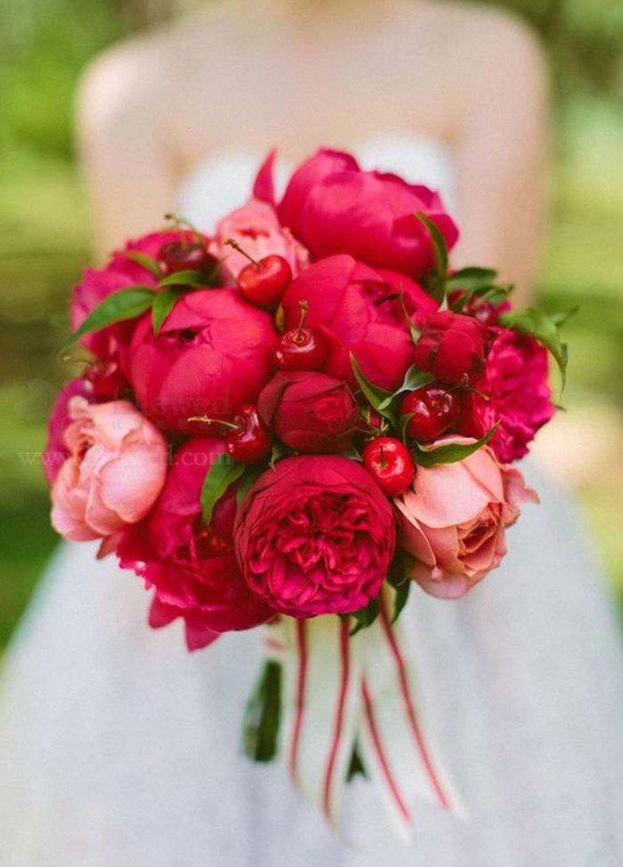 牡丹花束的新娘捧花,有点小萌啊...