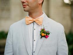 婚礼上的帅气新郎 胸花图片