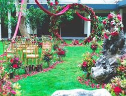 喜庆红色花朵户外婚礼