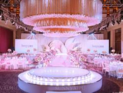 室内粉色公主风婚礼布置
