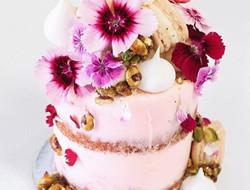 圆柱型婚礼蛋糕图片 甜蜜蛋糕