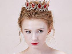 做婚礼上的公主 皇冠新娘发型图片